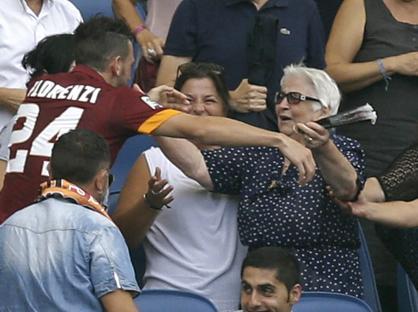 Alessandro Florenzi festeggia il suo gol con la nonna (Ap)