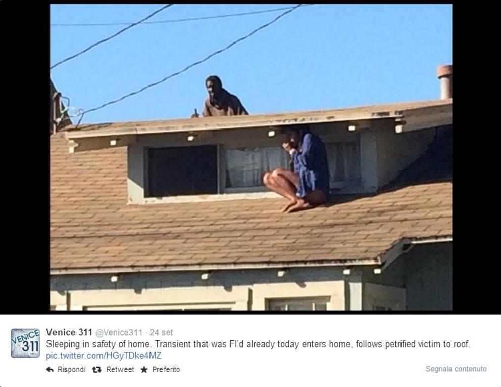 Ragazza sfugge al ladro e si rifugia sul tetto la for Piani della casa sul tetto
