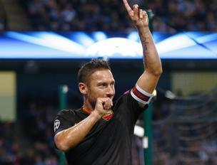 Francesco Totti esulta dopo il gol del pareggio