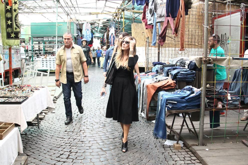Roma sarah jessica parker al mercatino dell usato for Mercato del mobile usato milano