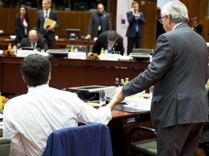 Renzi (a sinistra di spalle) a Bruxelles