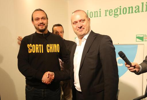 Stefano Bonaccini, nuovo governatore  emiliano, con lo sfidante, il leghista  Alan Fabbri