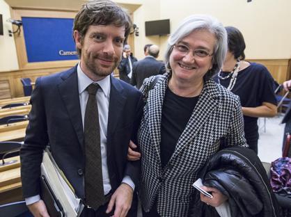 Pippo Civati, leader della minoranza Pd, con Rosy Bindi (LaPresse)