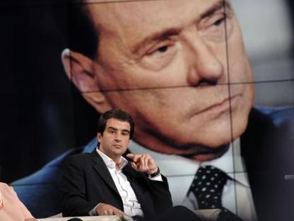 Fitto e, sullo sfondo, Berlusconi (Imagoeconomica)