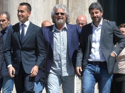 Beppe Grillo con Luigi Di Maio e Roberto Fico, due dei �vice� designati