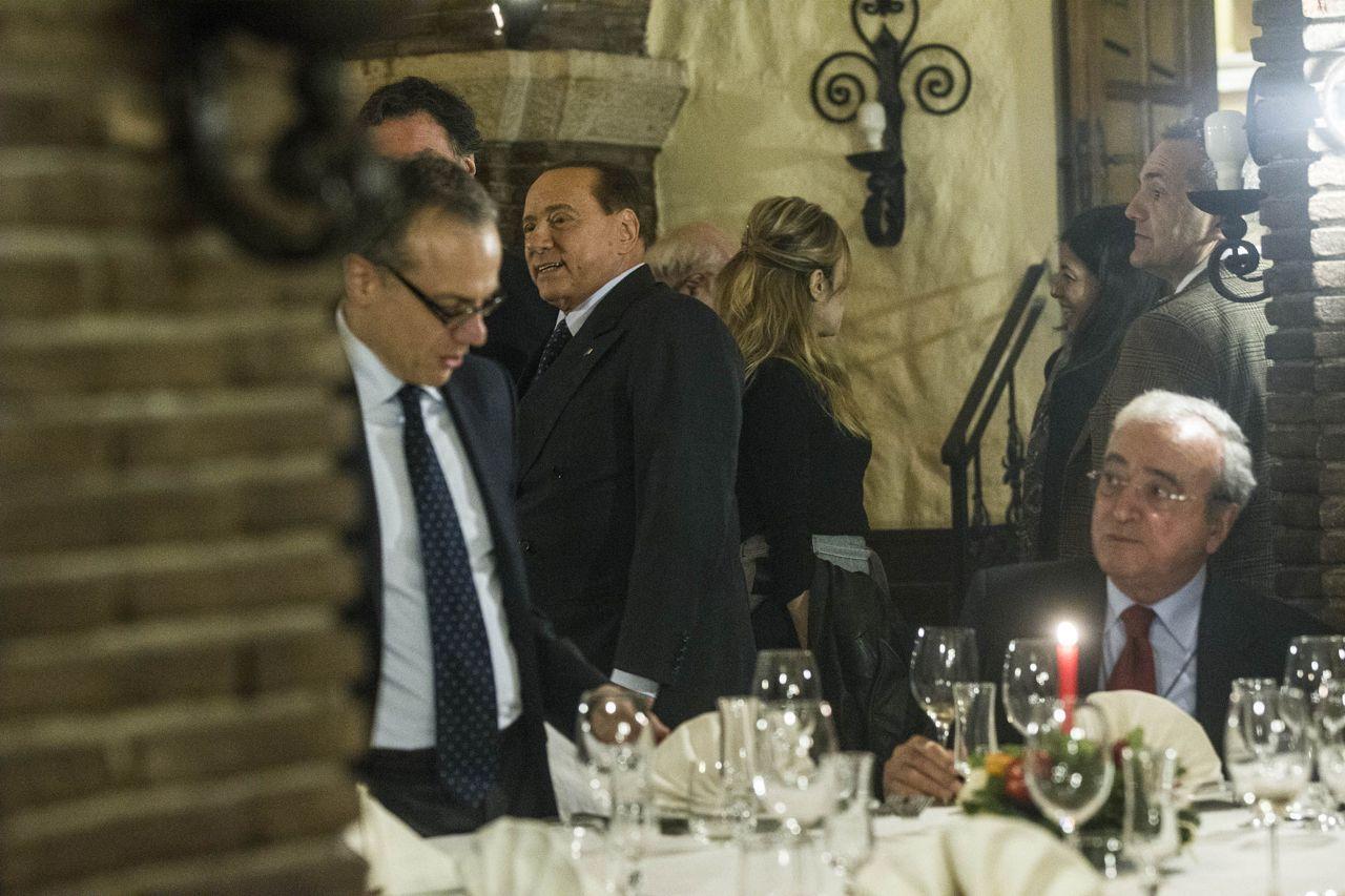 Berlusconi e la cena di natale con i deputati di fi for Deputati di forza italia
