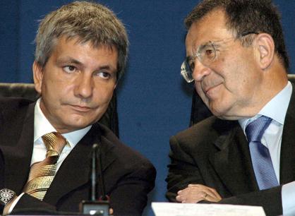 Il leader di Sel, Nichi Vendola e Romano Prodi, in una foto di archivio   (Ansa)