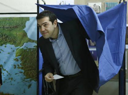L'arrivo al seggio di Alexis Tsipras  (Reuters)