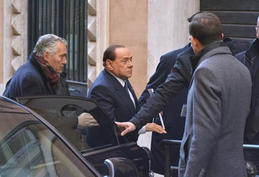 Berlusconi va ad incontrare i deputati di Forza Italia (Jpeg)