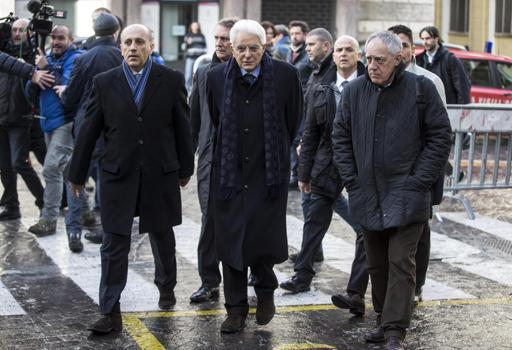 Passeggiata a piedi per Mattarella stamattina a Roma