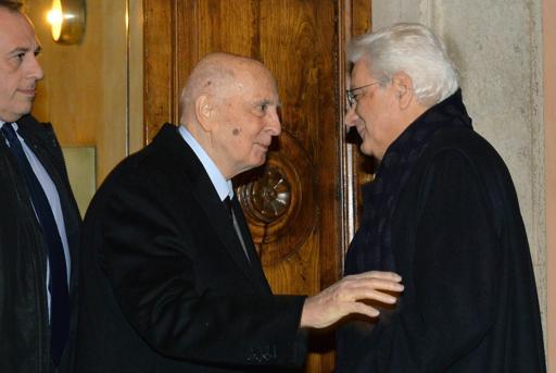 Roma, l'abbraccio tra Mattarella e Napolitano