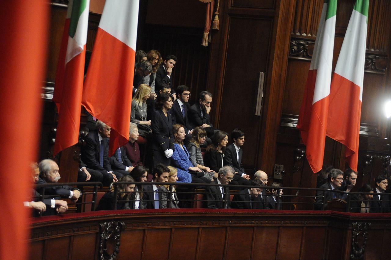 Mattarella e la famiglia dallo spoglio al discorso di for Diretta da montecitorio