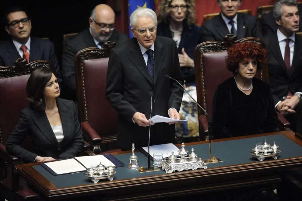 Mattarella durante il discorso davanti alla Camere riunite, tra la ...