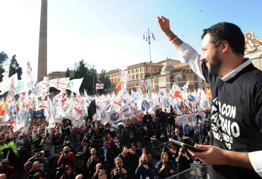 Salvini sul  palco di Piazza del Popolo, Roma (foto Stefano Cavicchi)