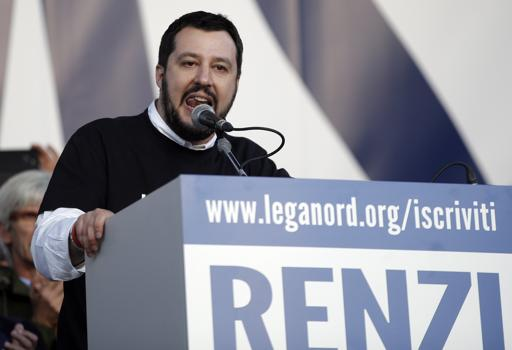 Salvini sul  palco di Piazza del Popolo, Roma (Afp/Fabi)