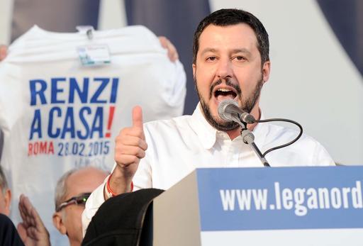 Salvini sul  palco di Piazza del Popolo, Roma (LaPresse)