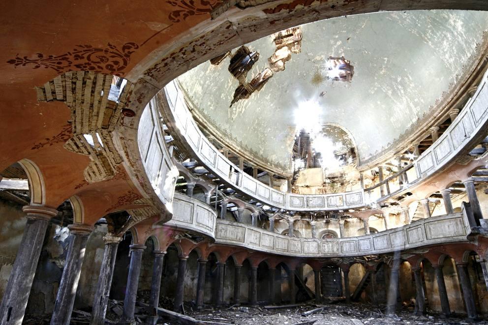 Il mondo spettrale di stefano il fotografo degli edifici for Case abbandonate italia