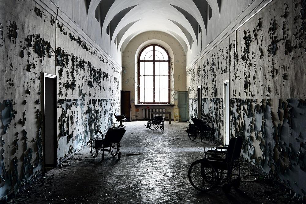 Il mondo spettrale di stefano il fotografo degli edifici for Disegni di case abbandonate