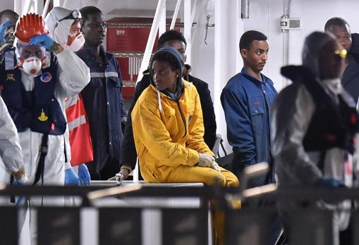 La nave con i sopravvissuti arrivata a  Catania