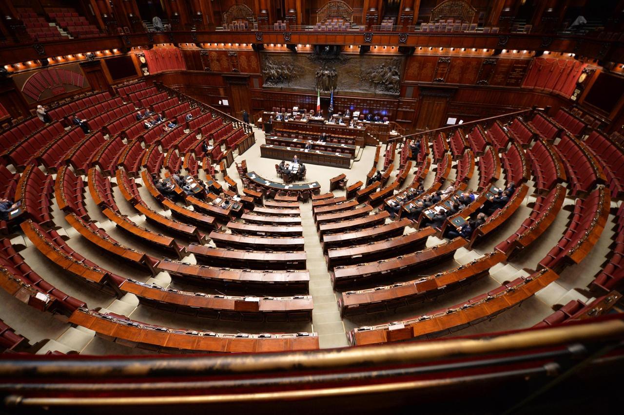 Lo porto informativa del governo la camera vuota for Camera del senato e dei deputati