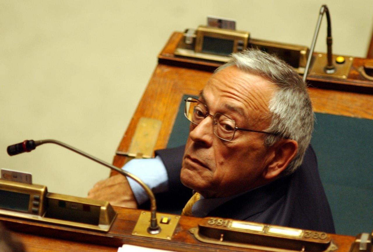 Ex parlamentari chi rischia il vitalizio for Atti parlamentari camera