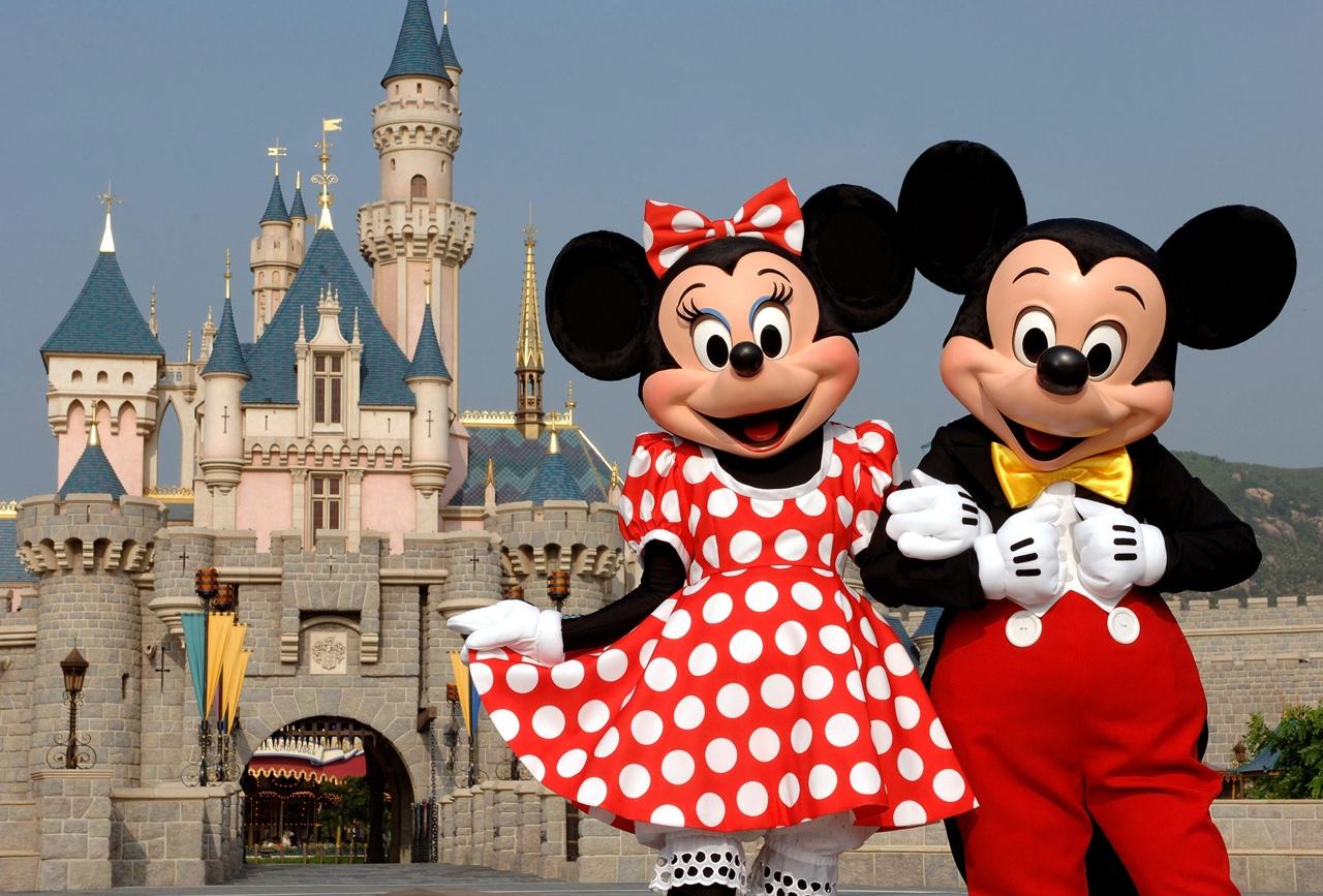 La lunga storia d amore di minnie e topolino iniziata a