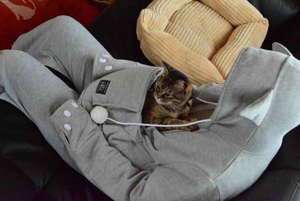 La felpa porta gatto come il marsupio del canguro for Felpa con marsupio porta gatto