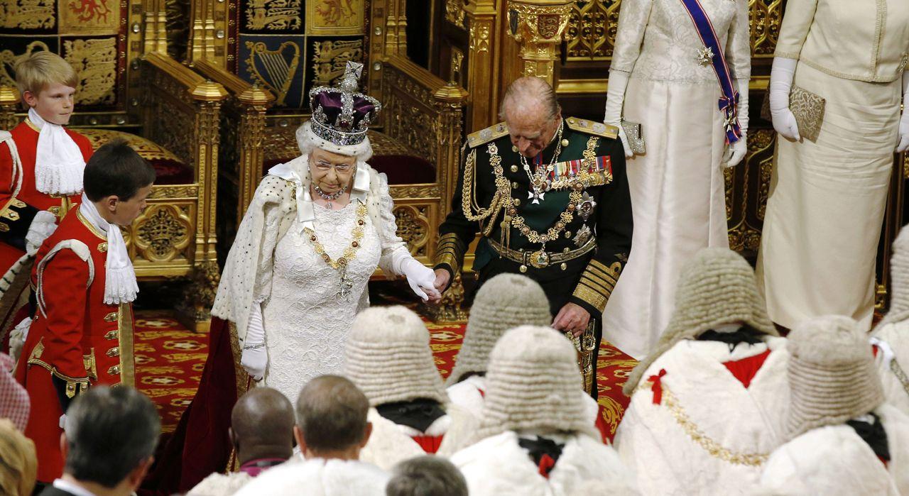 Inghilterra discorso della regina confermati il for Quanto costa la corona della regina elisabetta