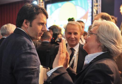 Il premier Matteo Renzi e la presidente della commissione Antimafia, Rosy Bindi (Ansa)