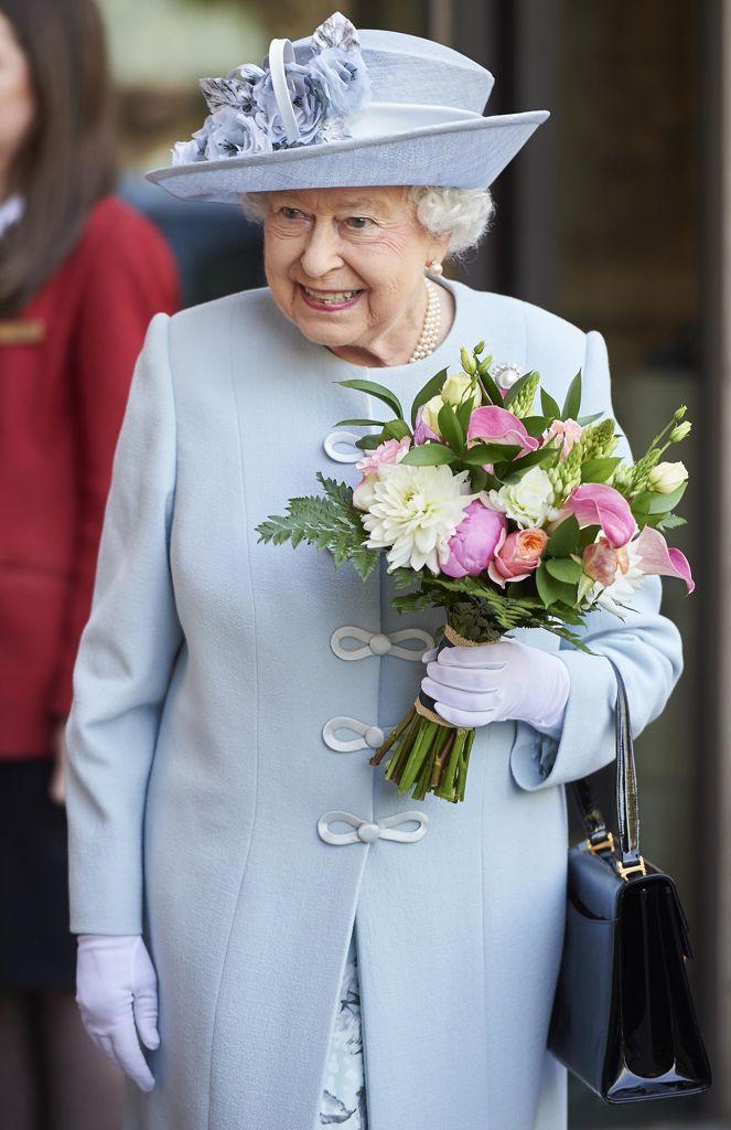 Londra la regina elisabetta alla cerimonia del women s for Necrologio corriere della sera