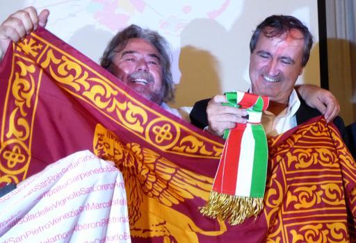 Luigi Brugnaro con la fascia tricolore: è lui il nuovo sindaco di Venezia (Ansa)