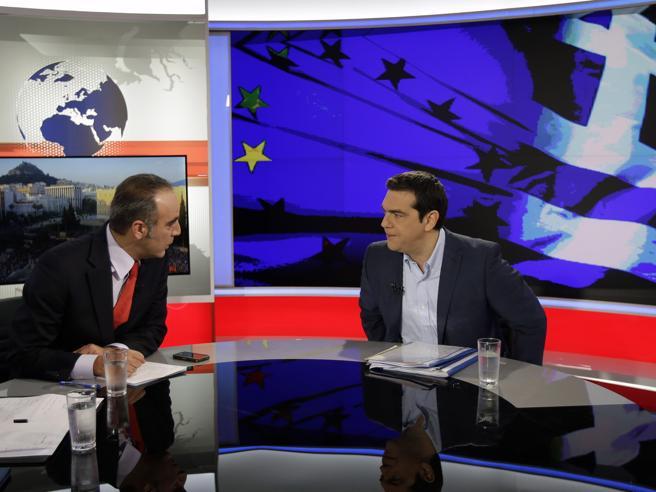 Alexis Tsipras  durante l'intervista alla tv greca (Ap/Stavrakis)