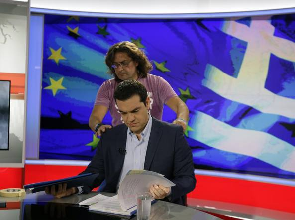 Il premier greco Tsipras in tv  (Ap/Thanassis Stavrakis)