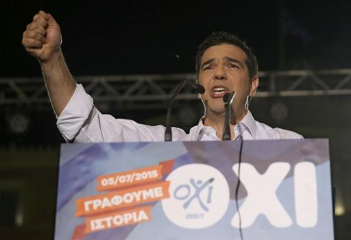Il premier greco Alexis Tsipras al comizio finale in piazza Syntagma (Reuters)