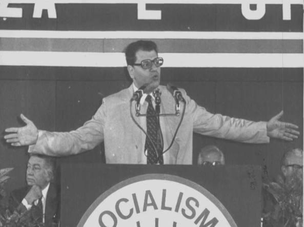 Luigi Longo, oggi 80 anni, a un congresso del Psdi di cui fu segretario dal 1978 al 1985. Ha perso il diritto al vitalizio (Ap)