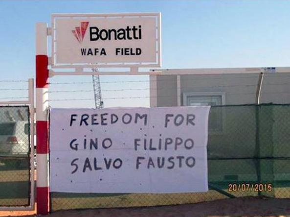 Il messaggio apparso nel compound di Wafa, il secondo centro della Libia dove lavora l'azienda parmigiana della Bonatti. (Ansa/Foto da Facebook)