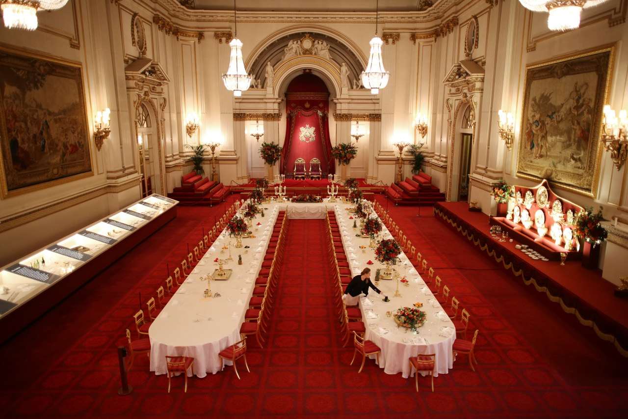 Buckingham Palace I Banchetti Non Hanno Più Segreti Corriere.it #3A0D03 1280 853 Sala Da Pranzo Buckingham Palace