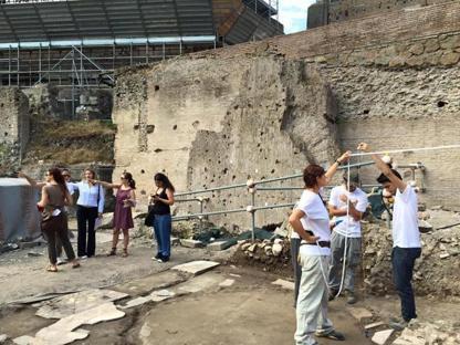Studenti dell'universit� Roma 3 negli scavi del Foro della Pace durante il Day of Archeology 2015 (Ansa)
