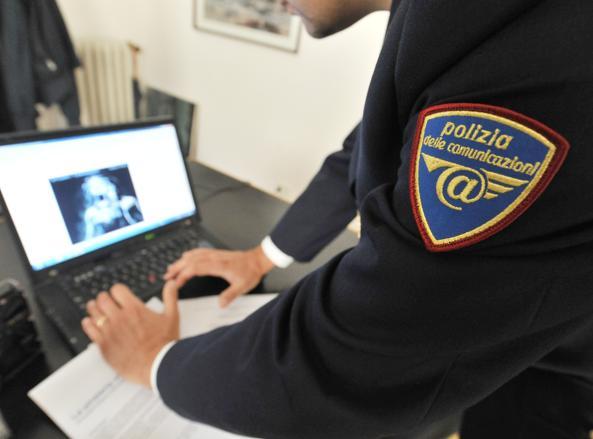 Indagini della polizia di Stato (Ansa)
