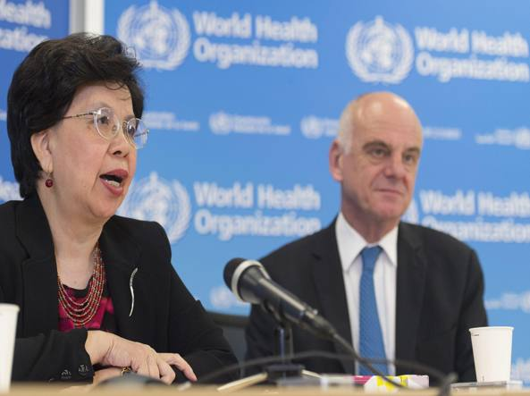Margaret Chan, direttore dell'Oms e David Nabarro inviato dell'Onu in conferenza stampa a Ginevra (Epa)