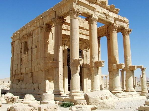 isis ha distrutto il tempio di baalshamin a palmira un