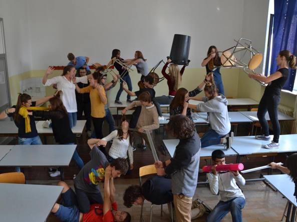 La «lotta di classe» inscenata dagli allievi del Liceo artistico Manzù di Bergamo