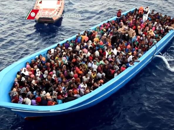 Profughi e migranti soccorsi in mare dalla Guardia Costiera  (Fotogramma)