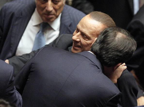 Forza italia dieci parlamentari lasciano il partito per for Parlamentari forza italia
