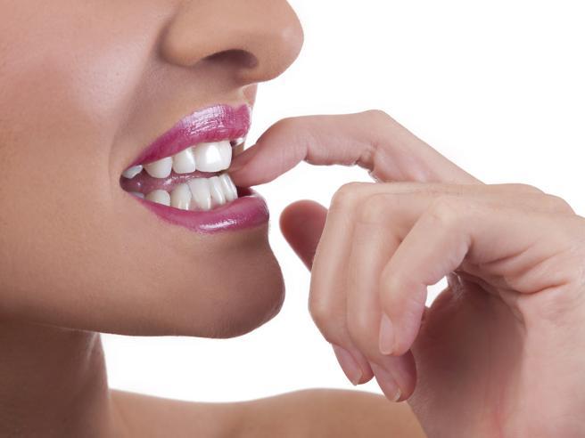 Come smettere di mangiarsi le unghie in sette passi (più uno)
