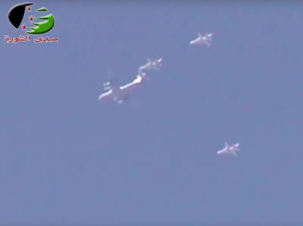 Un aereo da trasporto russo  con alcuni caccia (da FlightRadar24/The Aviatonist)