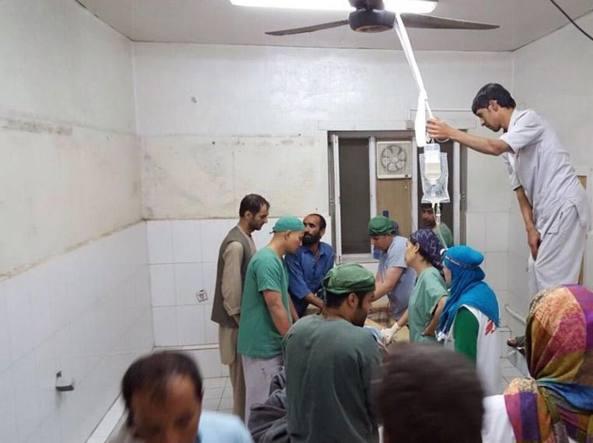 Una sala operatoria dell'ospedale di Medici senza frontiere a Kunduz: qui si continua a operare,  l'area non è stata danneggiata (Epa)