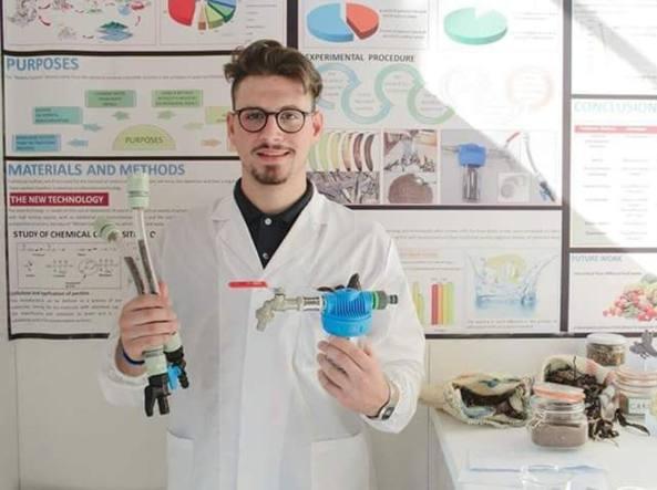 Alvaro Maggio con la sua invenzione