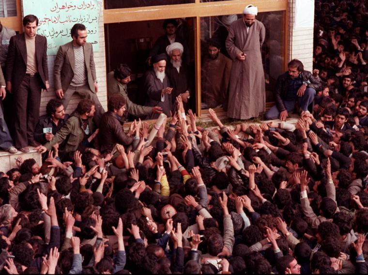 Il ritorno dall'esilio dell'ayatollah Khomeini nel febbraio 1979 (Reuters)
