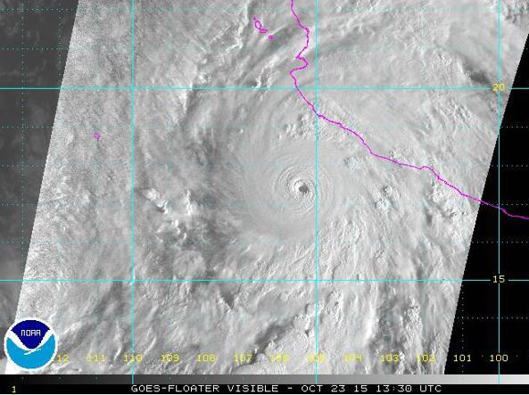 L'occhio del ciclone Patricia ripreso dai satelliti meteo Goes il 23 ottobre alle 15,13 ora italiana (da Noaa)